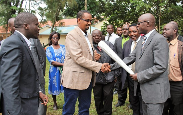 Kakamega-The-designs-for-the-new-Kakamega-High-Court-are-handed-over-by-the-Chief-Magistrate-Hon.-Bildad-Ochieng-to-Hashit-Contractors-Ltd.